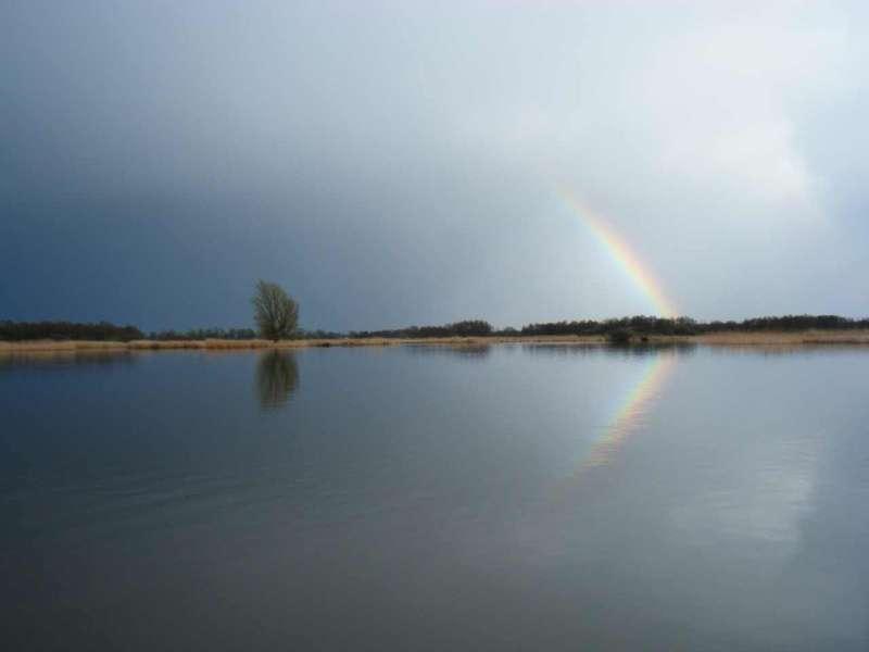 Regenboog op het Giethoornse meer